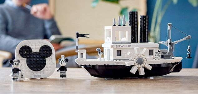 Nouveau LEGO Ideas 21317 Steamboat Willie disponible