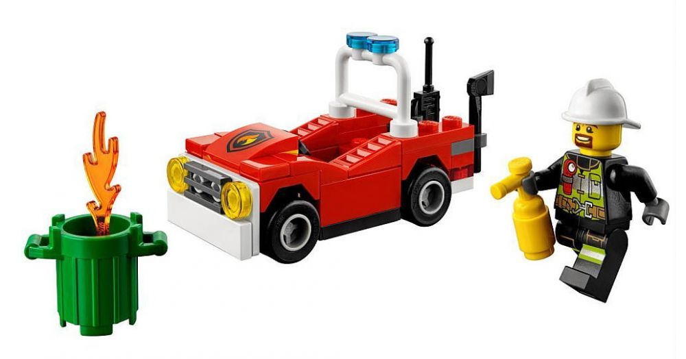 lego city 30347 pas cher la voiture de pompiers polybag. Black Bedroom Furniture Sets. Home Design Ideas
