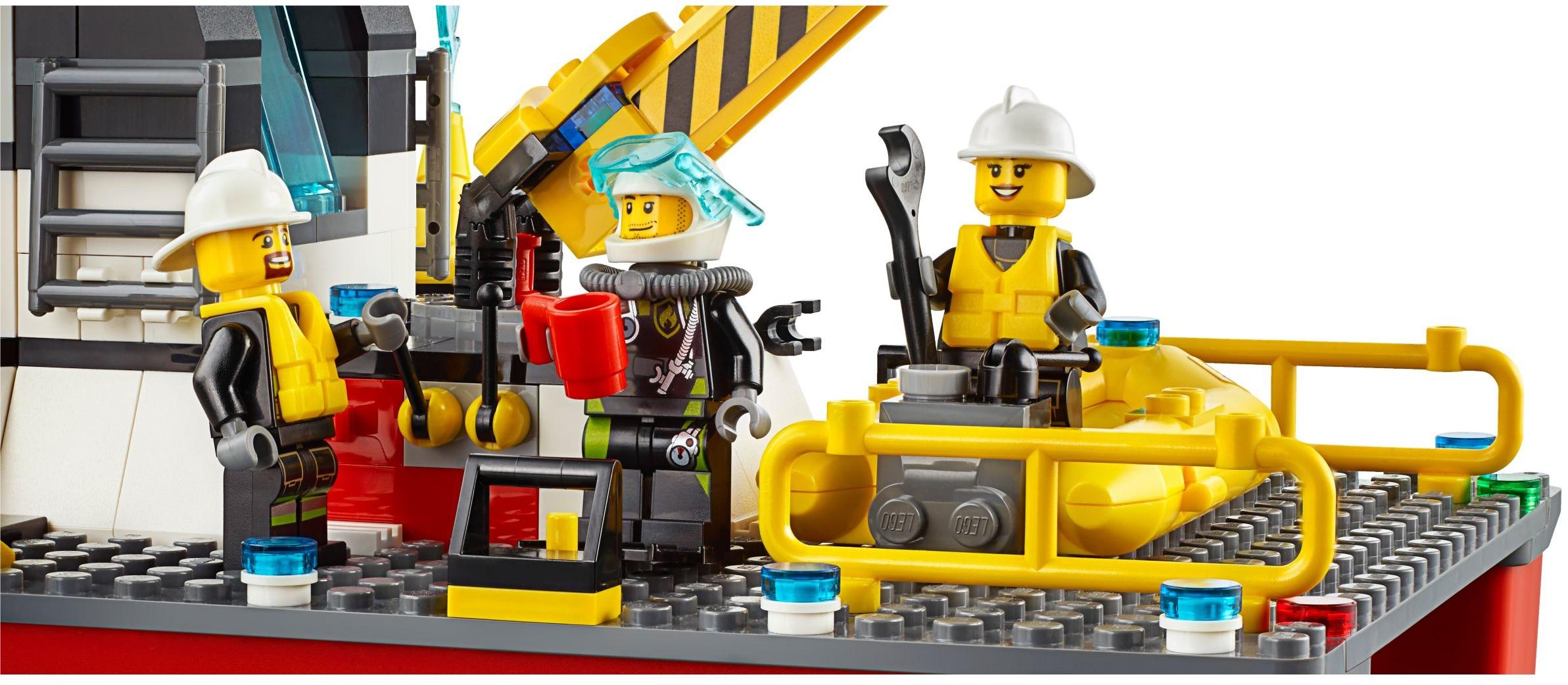 lego city 60109 pas cher le bateau de pompiers. Black Bedroom Furniture Sets. Home Design Ideas
