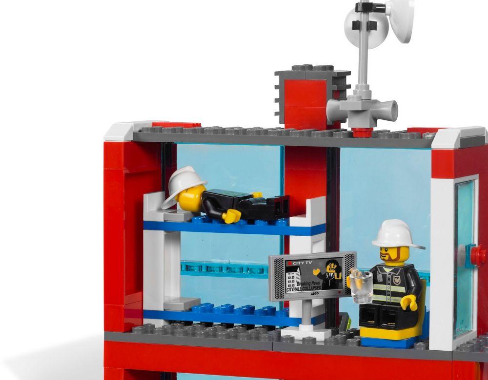 Lego city 7208 pas cher la caserne des pompiers - Caserne pompier playmobil pas cher ...