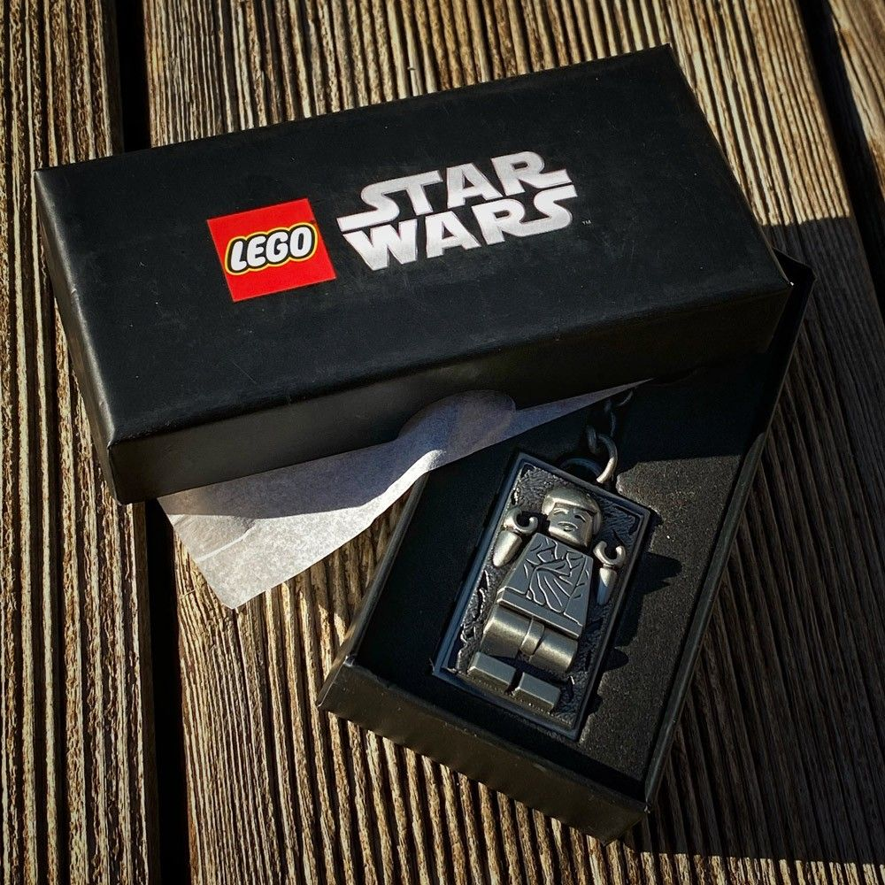 Le porte-clés LEGO Star Wars en métal de Han Solo dans la carbonite